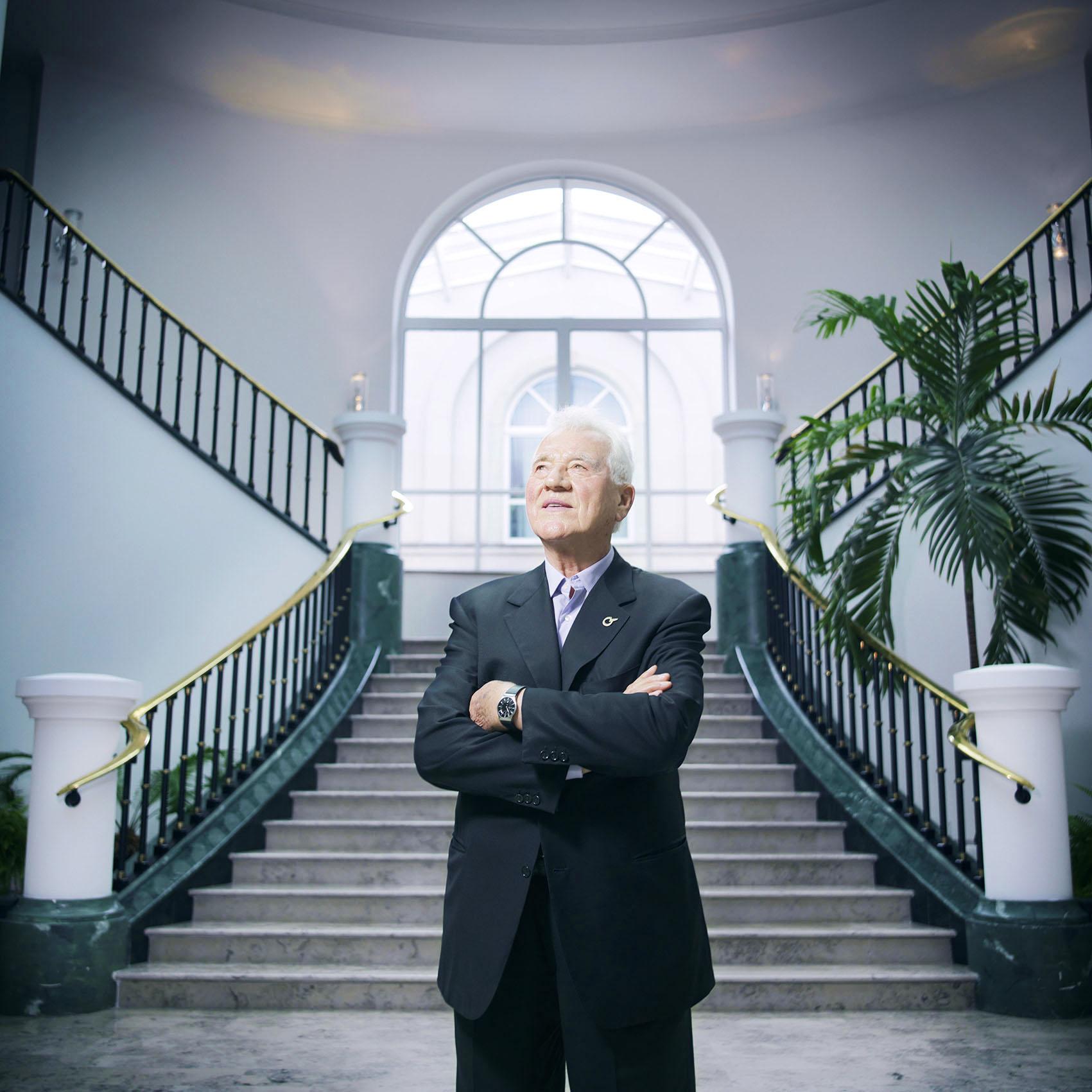 "Frank Stronach in the lobby of ""MAGNA International Europe AG"", Magna Straße 1, 2522 Oberwaltersdorf"