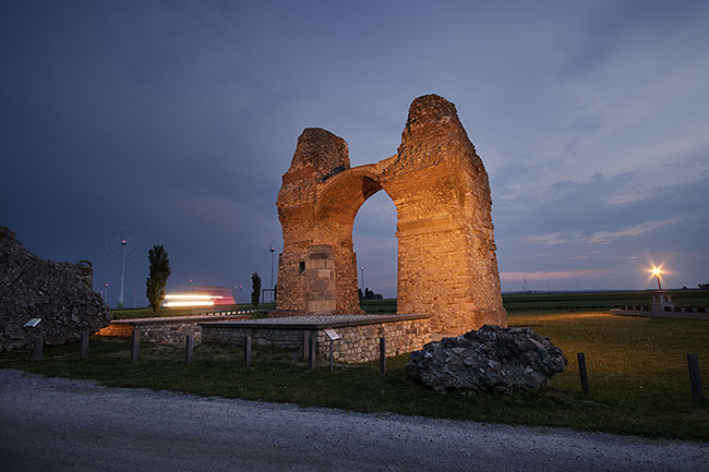 AUSTRIA / Burgenland/  Carnuntum; Gladiator School;  Heidentor; The Heathen's Gate in Carnuntum, a triumphal monument of the mid-4th century.  © Reiner Riedler/ Anzenberger