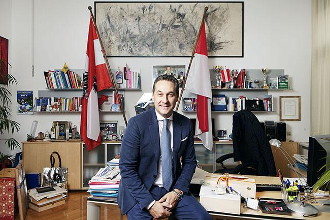 FPÖ - Bundesparteiobmann HC Strache, in seinem Büro im Wiener Parlament