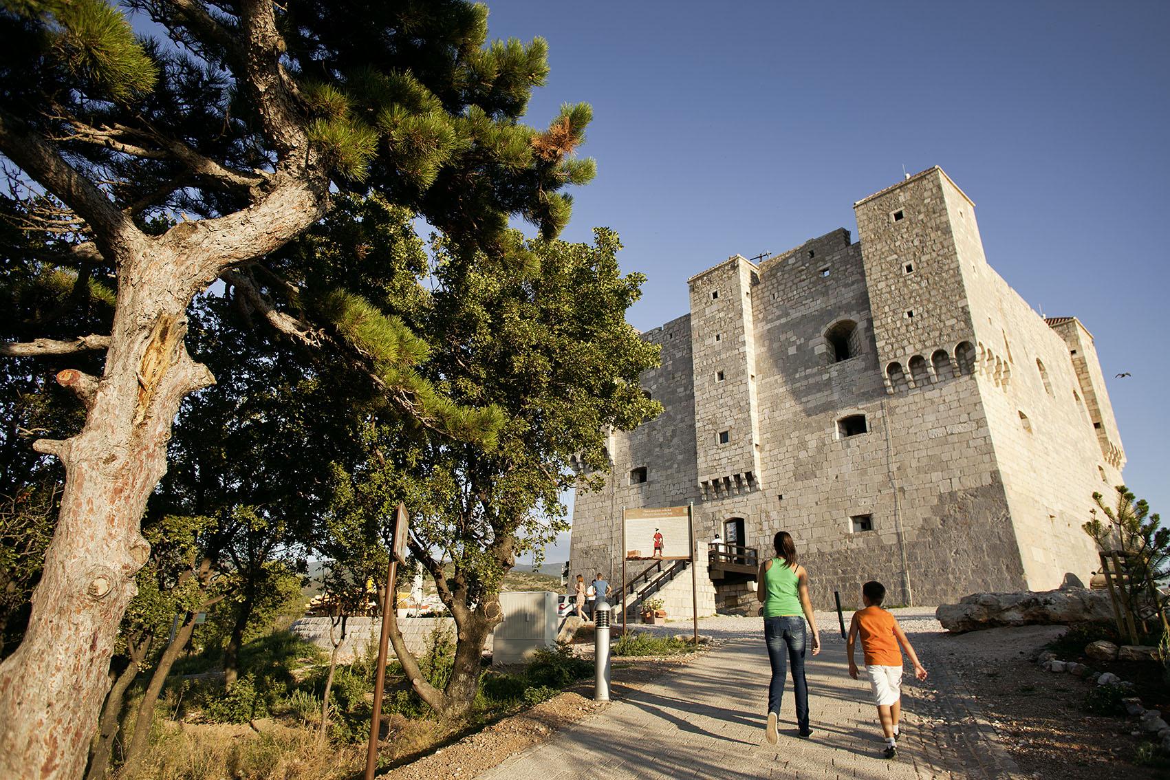 Kroatien; Tesla; Senj, Uskoken-Burg Festung Nehaj