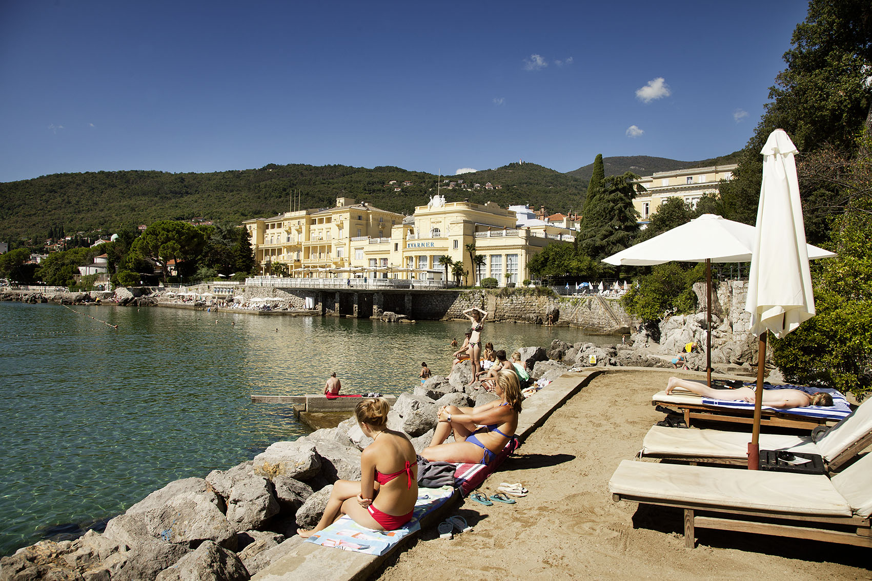 Kroatien; Tesla; Strandansicht in Opatija, Hotel Kvarner