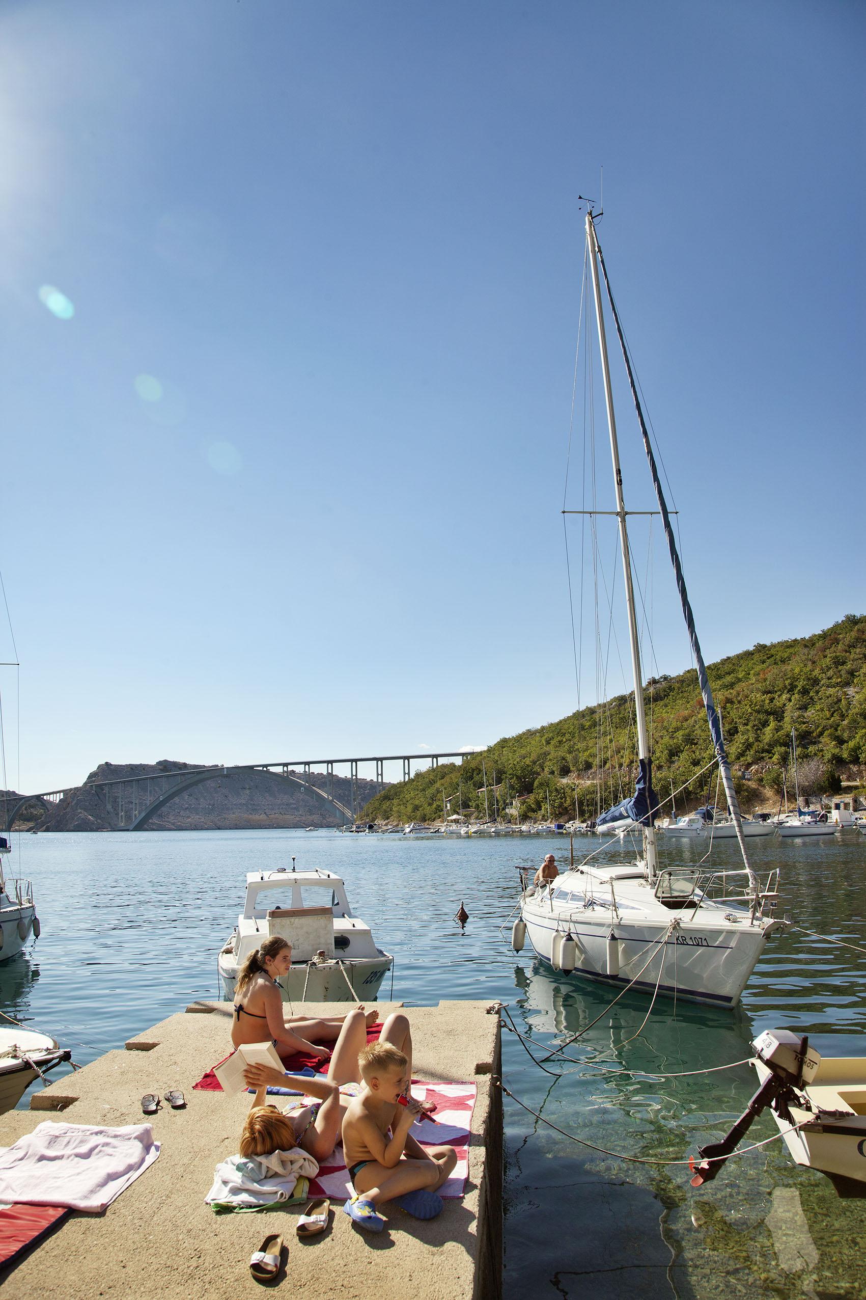 Kroatien; Tesla; Blick zur Brücke Insel Krk