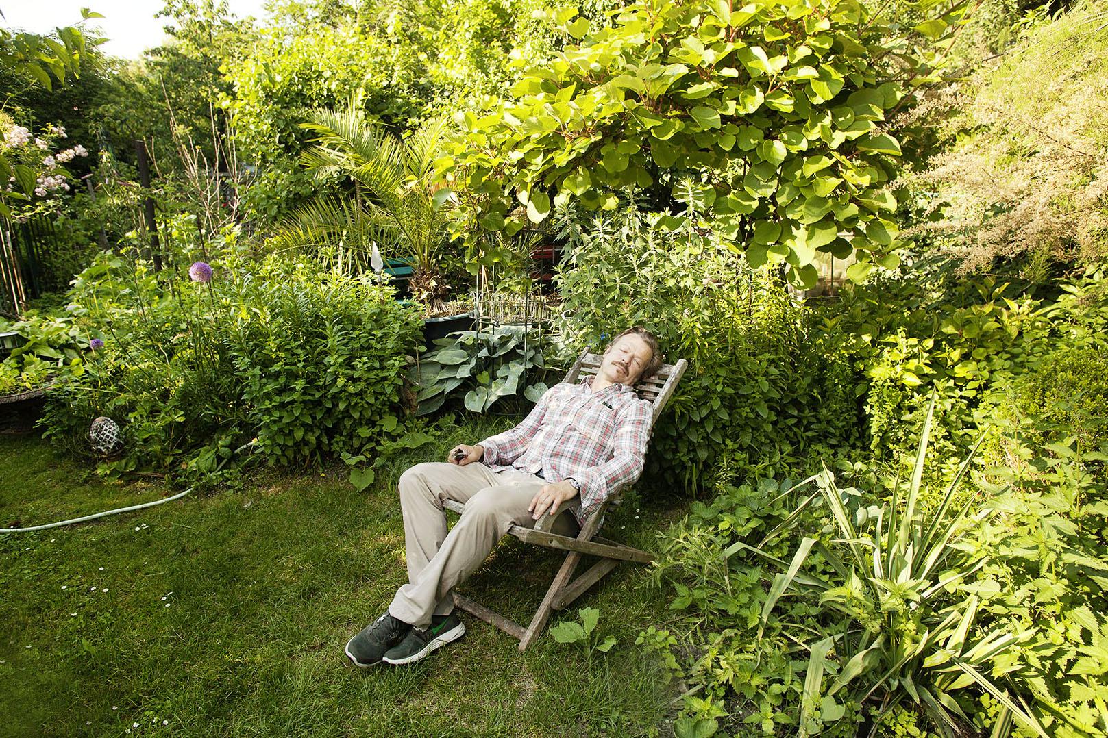 """Austria; Vienna; Swiss """"Tatort""""- actor Roland Koch in his garden in Vienna"""