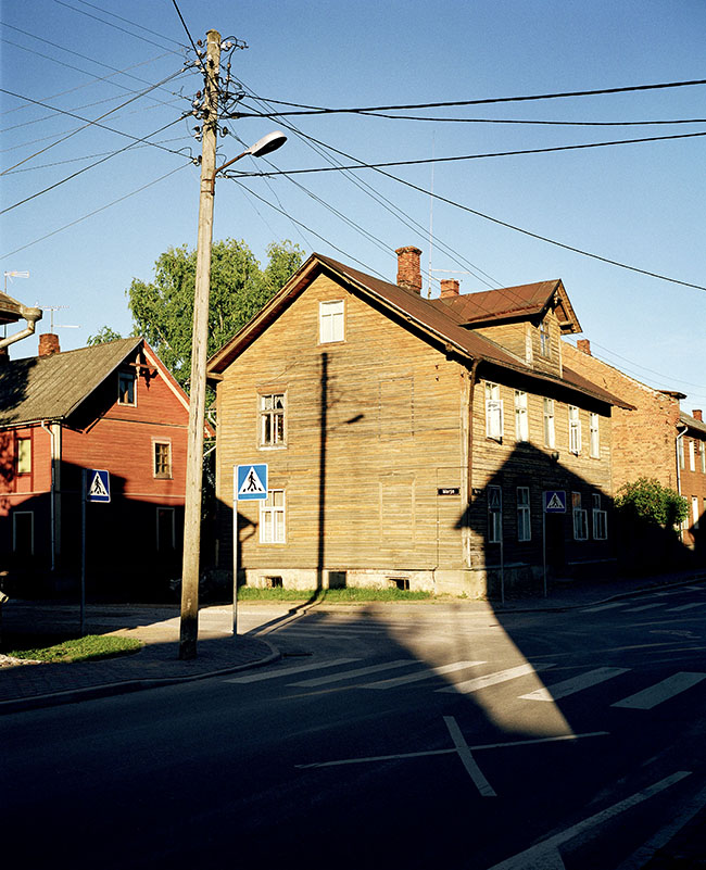 Estonia, the East: Tartu, Typical wooden houses on the peripherie  ©  Reiner Riedler / Anzenberger