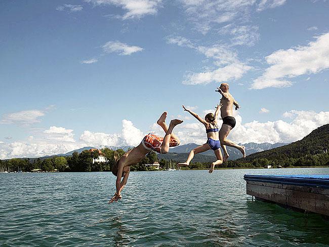 Austria; Carinthia; Wörthersee,Schwimmende Plattform mit Blick auf  Maria Loretto bei Klagenfurt  ©  Reiner Riedler