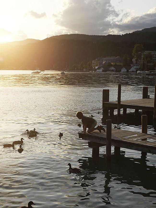 Austria; Carinthia; Wörthersee, Pörtschach, Abendstimmung an der Promenade in Pörtschach ©  Reiner Riedler