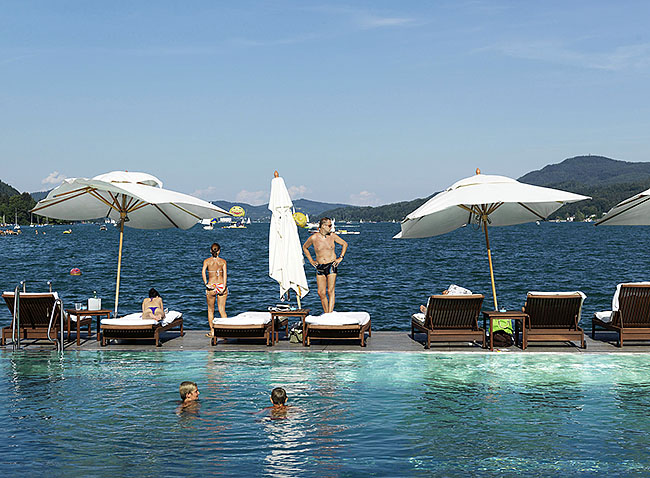 Austria; Carinthia; Wörthersee, Swimming Pool des Hotels Schloss Velden an der Seepomenade in Velden  ©  Reiner Riedler